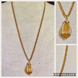 Vintage gold chain pendant necklace